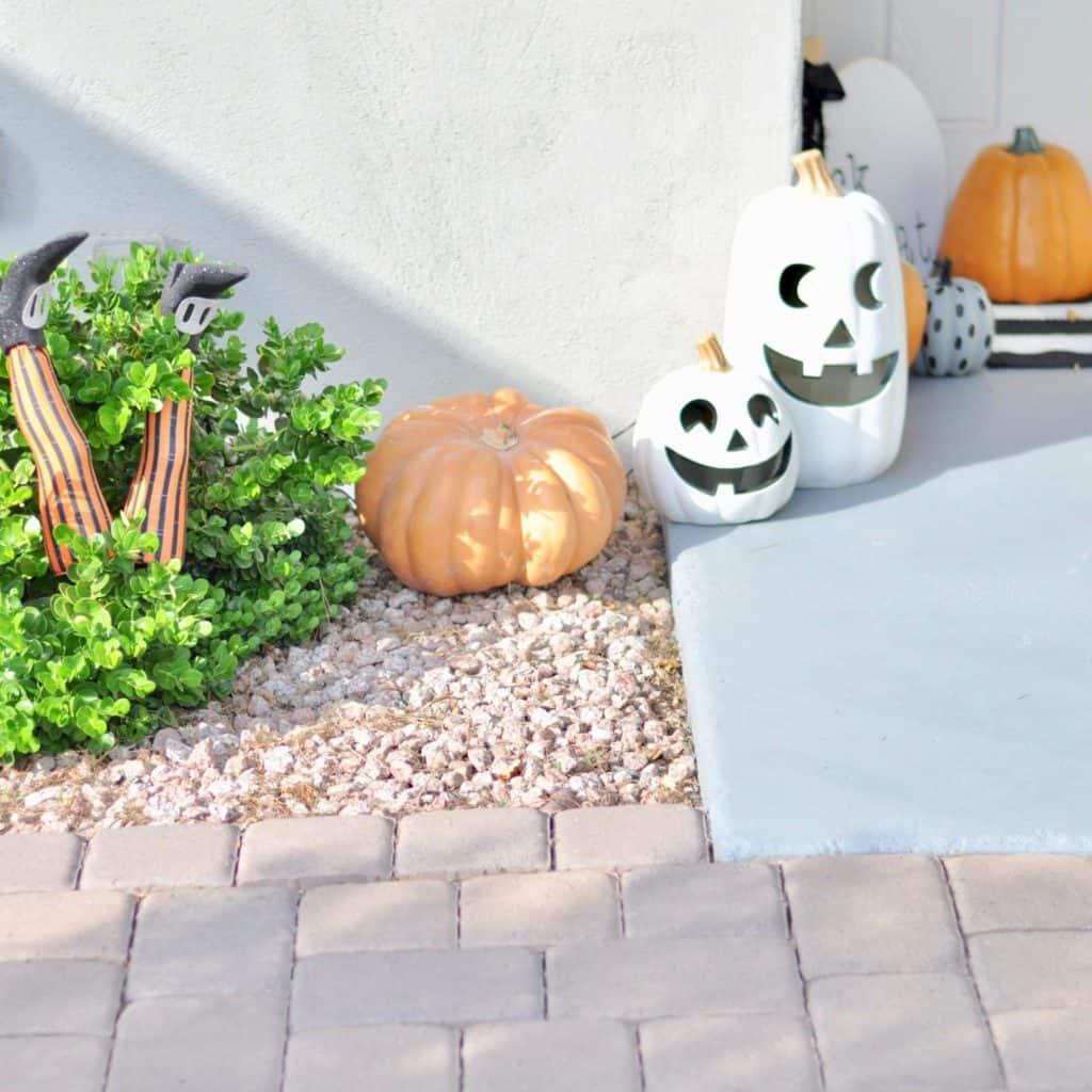halloween porch white pumpkins